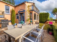 Great location, very homely with a nice outdoor sitting and dining area to enjoy the views.