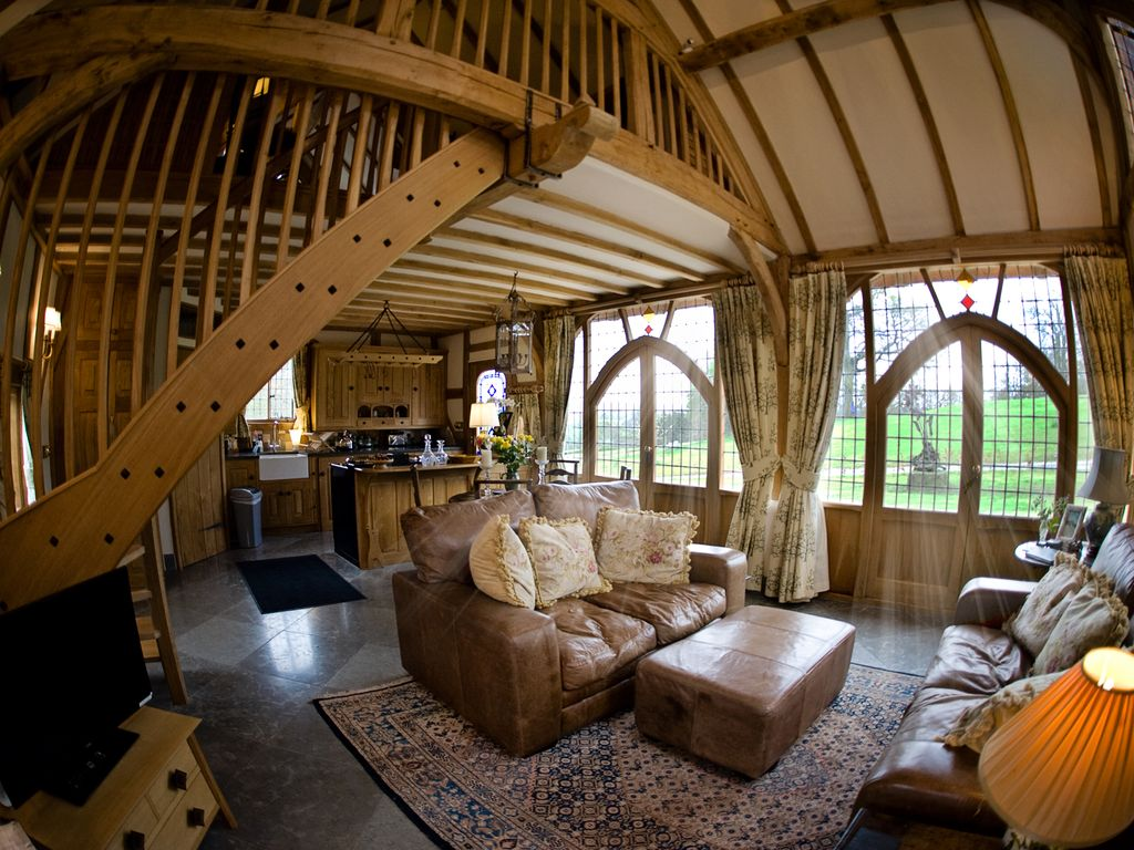 Ebony Cottage: Ebony Cottage is an Escape from the Outside World ...