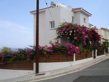 Charming two bed villa with private pool and gardens. Quiet location Free WI-FI