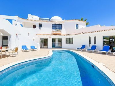 Photo for 4 bedroom Villa, sleeps 9 in Salgados with Pool, Air Con and WiFi