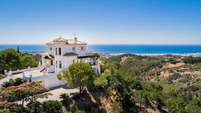 Photo for Stunning 4 bedroom villa, spectacular panoramic views, pool, Estepona