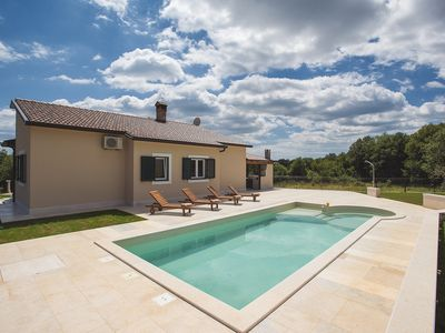 Photo for Special villa with private pool, 3 bedrooms, air conditioning, WiFi, washing machine, sun terrace, barbecue and even up to 2 dogs are allowed