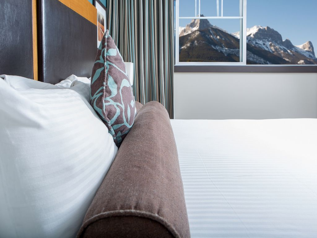 Clique Hotels & Resorts - Canmore Ab ~ RA149584