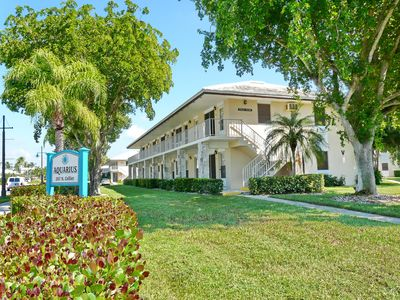 Photo for Perfectly located condo, a short walk from beach & restaurants