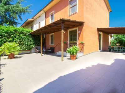 Photo for House in Castelfranco di Sotto with Internet, Pool, Air conditioning, Parking (116801)