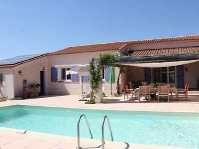 Photo for Detached villa with private pool in the heart of the Provence