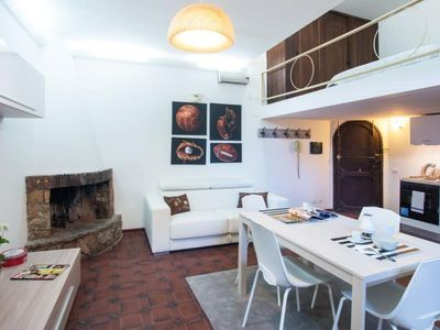 Photo for Fienaroli apartment in Trastevere with WiFi & air conditioning.
