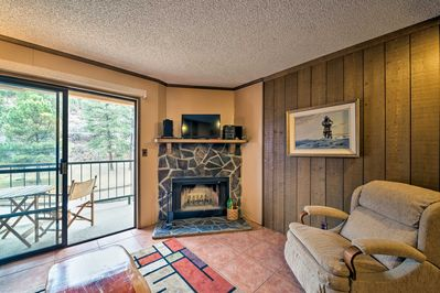 Stay in cozy comfort at this Ruidoso vacation rental condo!