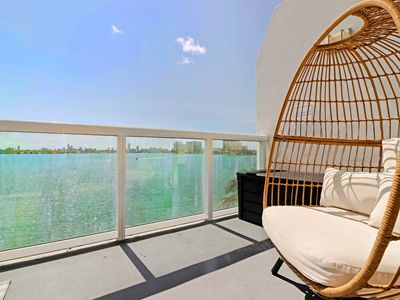 Photo for Harbor Island Condo 5--10 minutes from Brickell, 10 minutes to South Beach