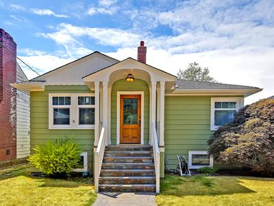 Beautiful Alki Beach Home 15 min to downtown Seattle/20 From SeaTac Airport