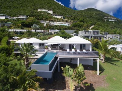 3 bedroom villa located in the heights of Orient Bay