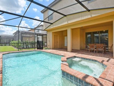 BEAUTIFUL HOUSE! 10 Miles from DISNEY! Private Pool & Jacuzzi, Game Room, BBQ, Lazy River & Clubhouse, Free WiFi!!