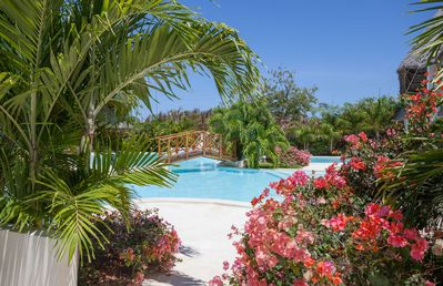 Photo for Lovely apartment in villa for 8 people with pool, A/C, patio and parking