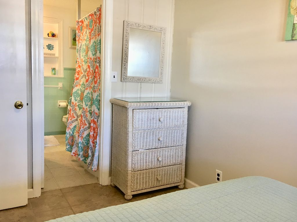 NEW for 2018! FlipFlop Inn #9 adorable Cherry Grove condo, steps to the beach