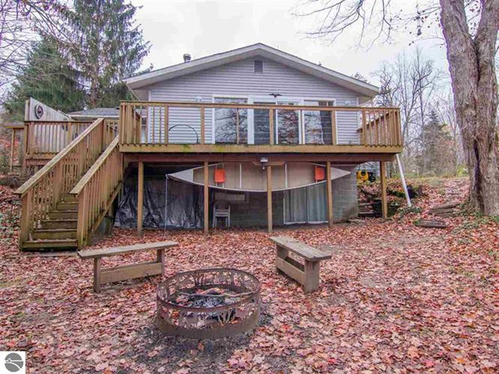Betsie river cabin minutes from crystal mountain spa and for Crystal mountain cabin rentals