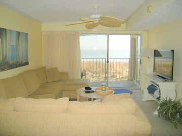 Surfcaster, Beautiful 2 BR, 2 BA designer decorated oceanfront unit on 64th street