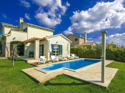 Photo for Luxurious countryside villa with pool, tasteful furnishing and spacious terrace