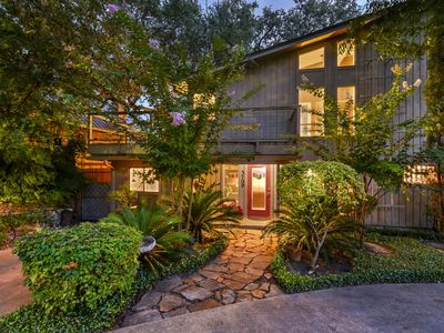 Photo for Fabulous Central City Austin -Tarrytown Guest House