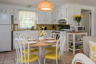Lovely. fully equipped, eat-in kitchen
