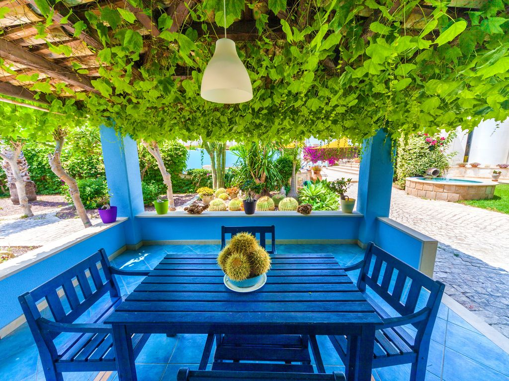 Private pool, 150 meters away from the beach, garden, Cava d\'Aliga ...