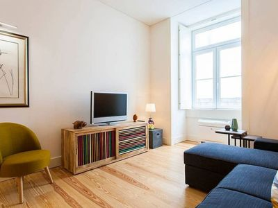 Photo for Self-isolation! Apt w/one bedroom and large living room, in Baixa