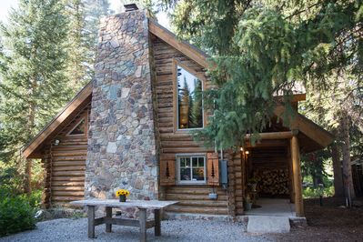 The Cozy Cabin is the perfect mountain getaway this summer!