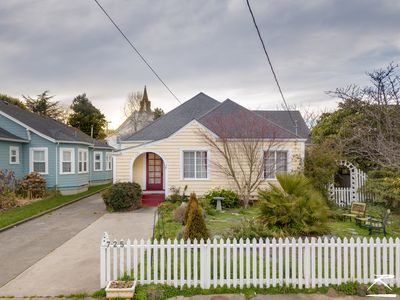 Photo for Cream City Cottage in Victorian Village of Ferndale
