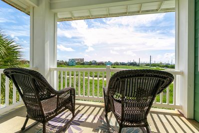 Balcony - Welcome to Port Aransas! Sip a crisp beverage and relax on the covered balcony.