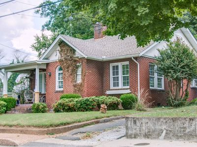 Photo for Springfield Getaway -Downtown Historical District- 30 Miles to Nashville