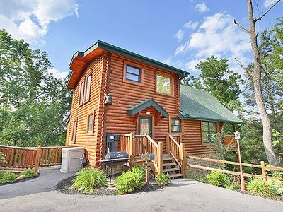 Pay for 2 get 1 free in March. Cabin only 3 miles from dwntwn Gatlinburg! Arts & Craft loop