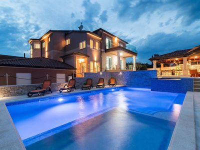 Photo for Villa with pool, whirlpool and sauna
