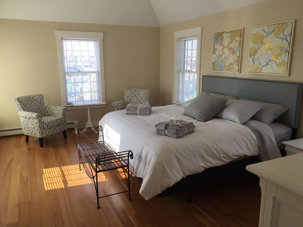 Newly Renovated Naushop Home near Beach & Town ~ Swimming Pool and Tennis