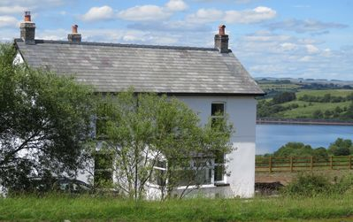 Photo for Fan Cottage - sleeps 6 in luxury in Brecon Beacons overlooking Cray reservoir