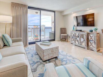 Photo for Spacious 18th floor condo w/ panoramic views of Gulf! Steps to the beach!
