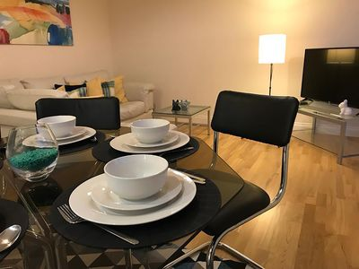 Photo for Flat 3 bedrooms/2 bathrooms with parking, 5 mins to City Centre. Up to 6 guests