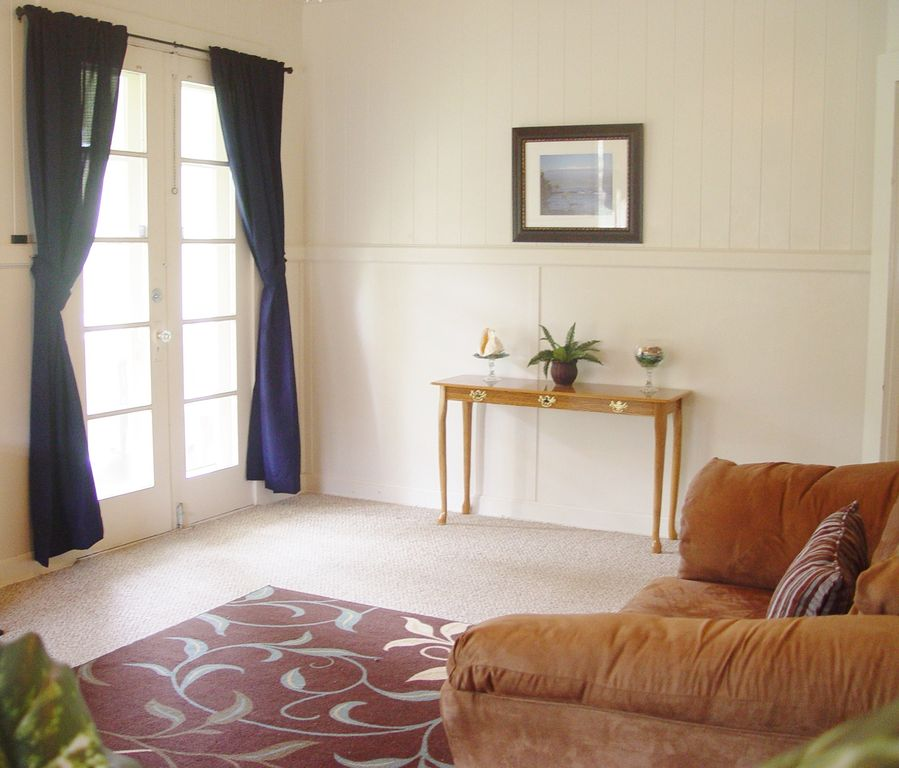 ♡GREAT LOCATION, COZY, SLEEPS 6, WITH AC & TV IN ROOMS♡