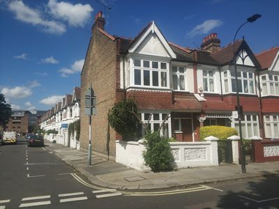 Photo for 4 bedroom terraced Victorian house close to the river