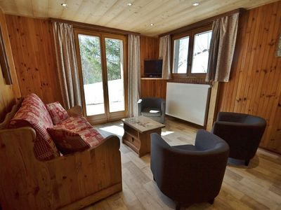 Photo for Quiet 2 bed apt for 5-6 close to the bus route to the slopes!