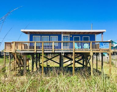 Dolphin Views - Beachfront Cottage, Amazing Gulf Views with large deck