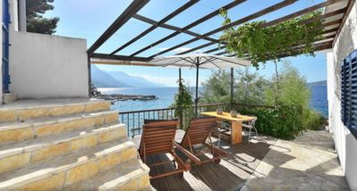 Photo for The Beach House Croatia   Apartment with Private access to the beach in Pisak