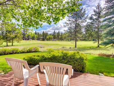 Photo for Laid-back, bright and spacious Sunriver home with private hot tub! SHARC access!