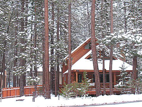 Beautiful log cabin in a great location homeaway for Log cabins in big bear