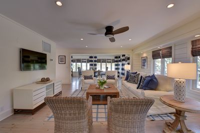 An airy & bright family room to enjoy gathering with your vacation guests