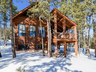 3-Level Private 3BR Getaway Home Shared Pool and close to Terry Peak/Deadwood