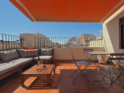 Photo for Apartment in the center of Barcelona with Air conditioning, Lift, Terrace (669138)