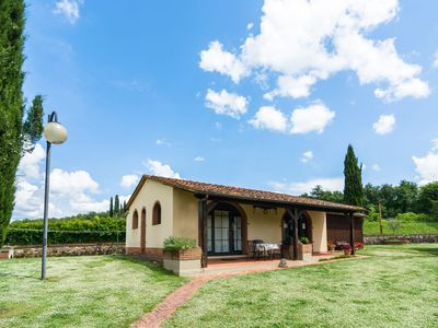 Photo for Typical Tuscan apartment in a farmhouse with swimming pool and tennis court