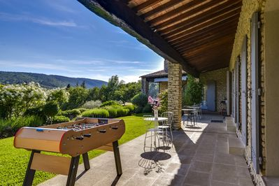 Luberon monts Cedar forest-  profession. table foot- 3 suites opening on terrace