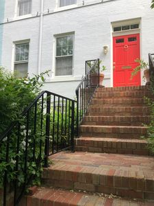 Photo for Elegant East Village townhome on quiet street
