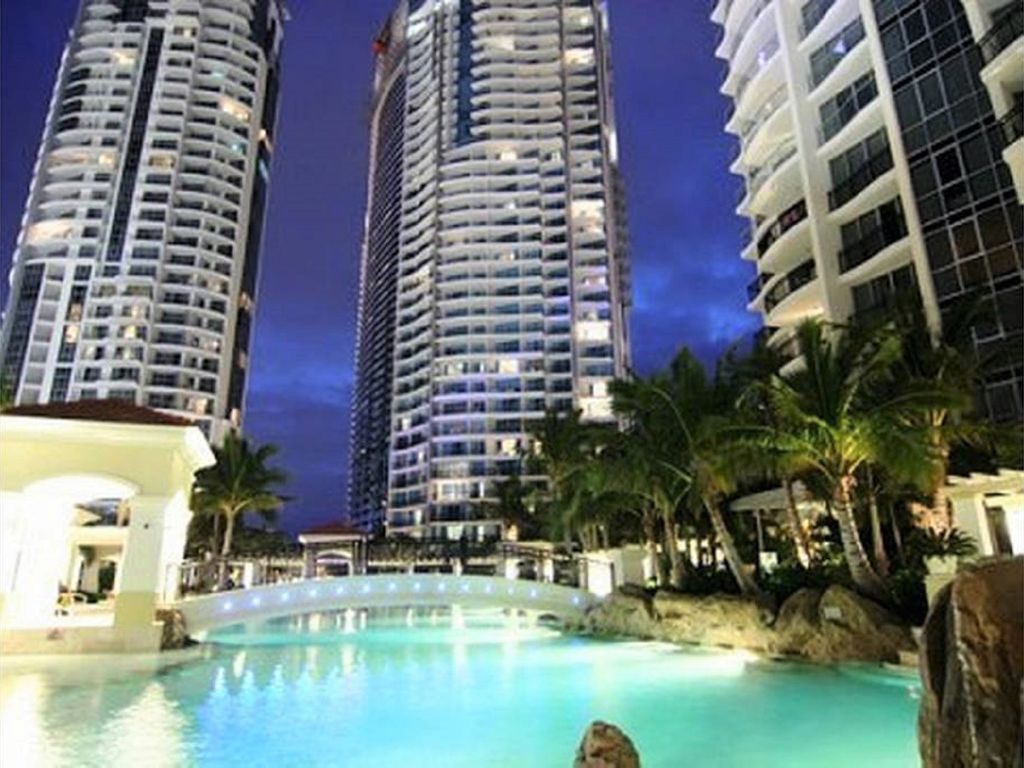 The Towers of Chevron Renaissance 2 Bedrooms 1 Bathroom to sleep 5