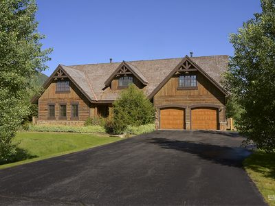 Photo for Luxury Home Just 2 Minutes to Town, Incredible Views!